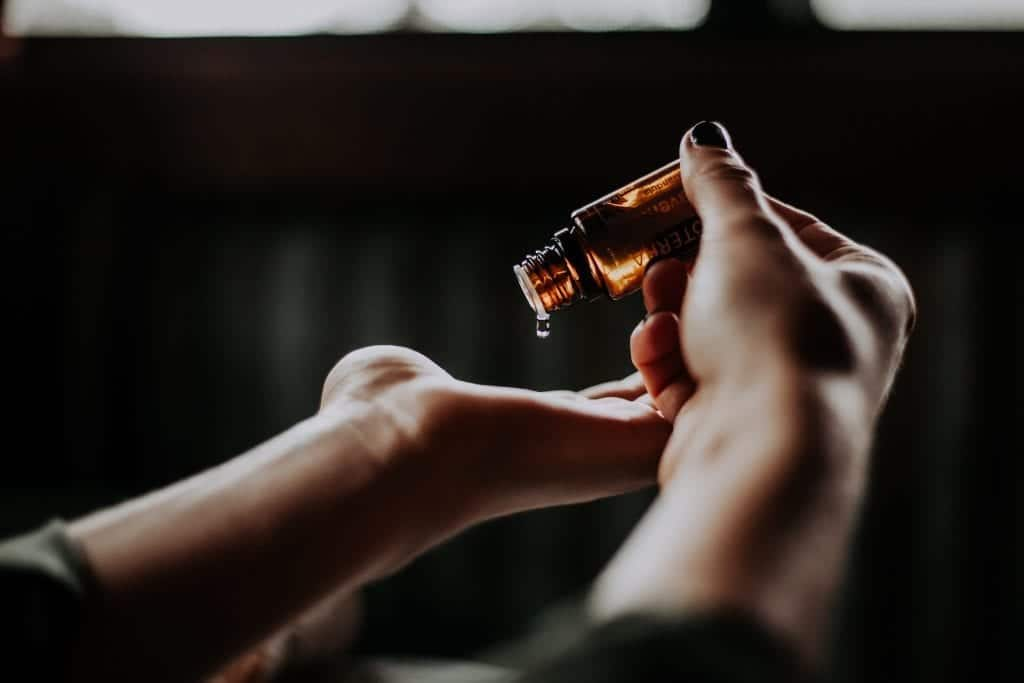 Essential Oils And Aromatherapy For Recovery And Daily Self Care Alternative Treatments For Eating Disorders And Mental Illnesses